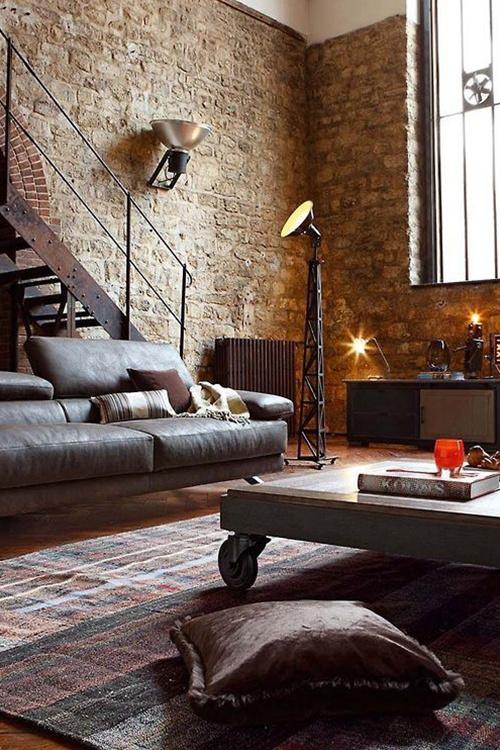 房间壁纸以及沙发桌子